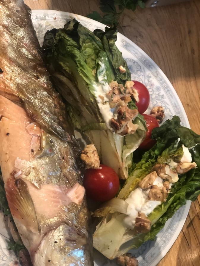 Saibling mit Salat vomGrill