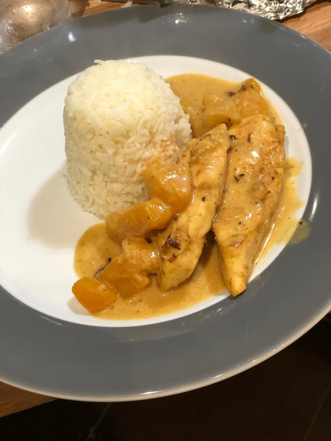 Erikas Curryhühnchen mit Pilaw Reis und Cocktailfrüchten